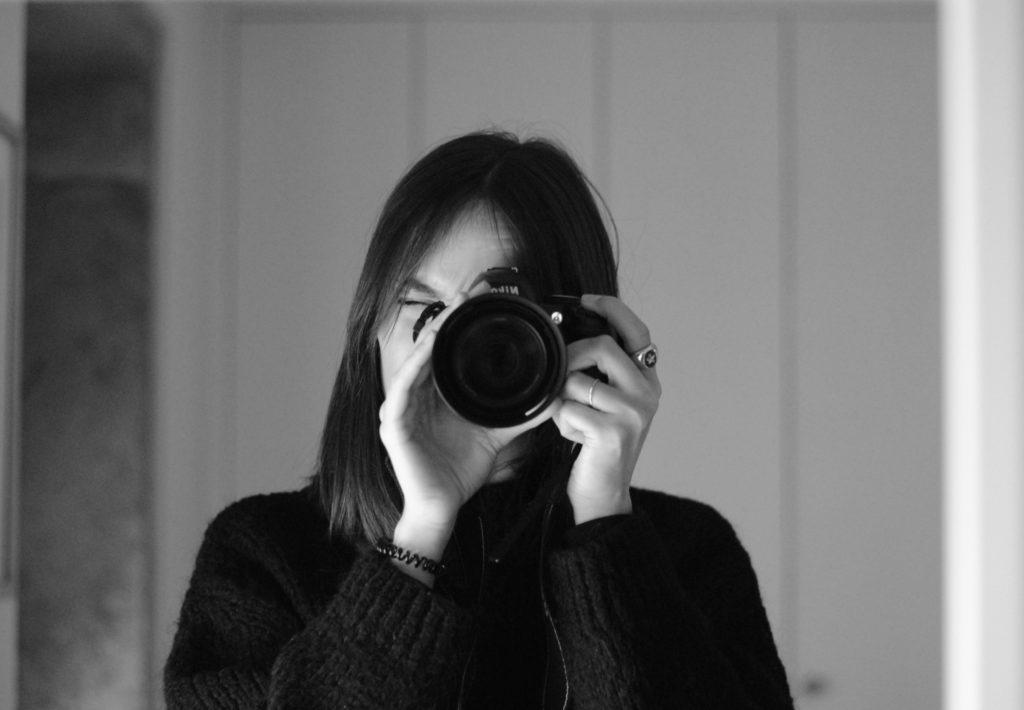 Laura haciendo fotos niayernimañanahoy