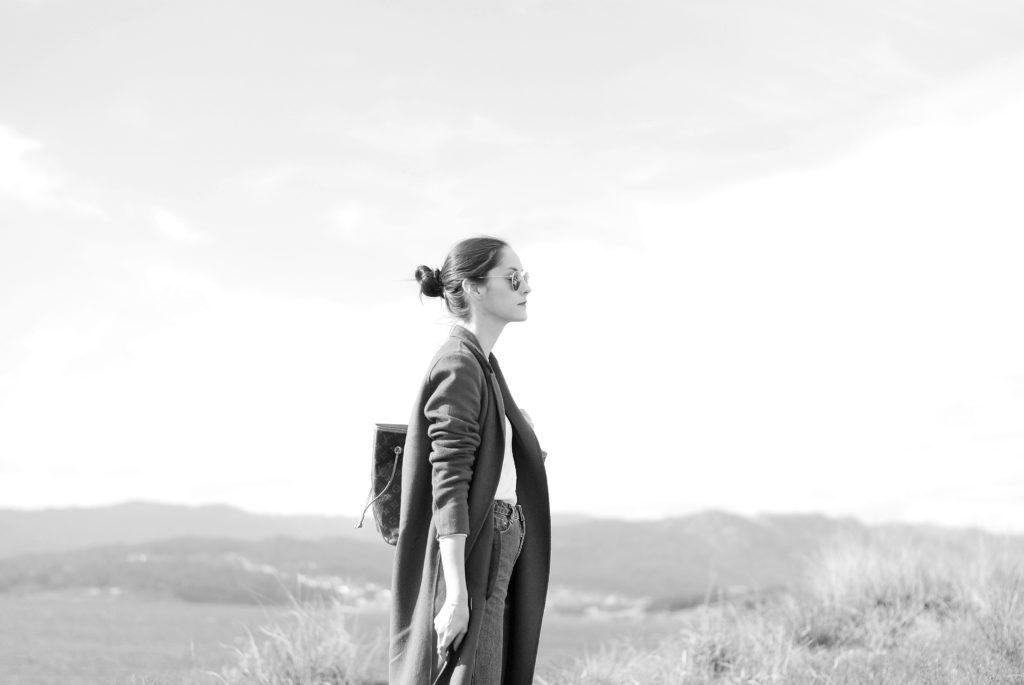 FOTO DE LOOK EN BLANCO Y NEGRO